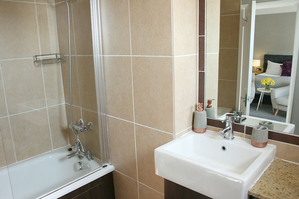 Executive Super King Room En-suite - Warwick Arms Hotel