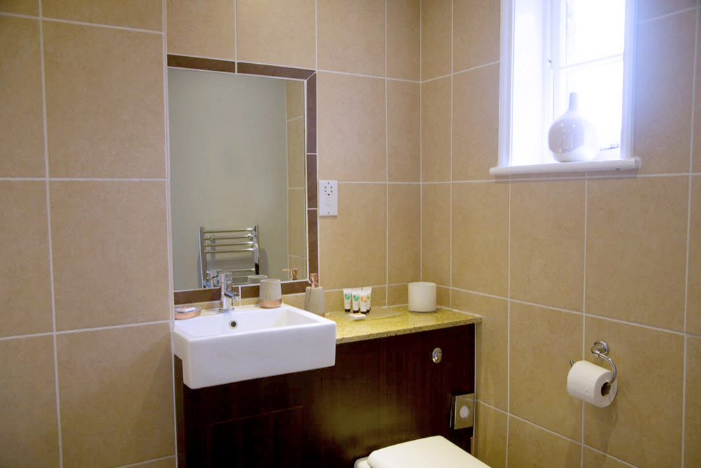 Family Room for Four En-suite - Warwick Arms Hotel