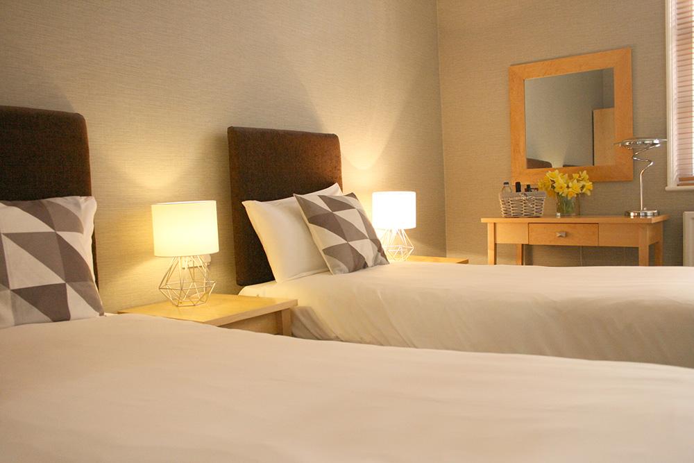 Twin Room - Warwick Arms Hotel